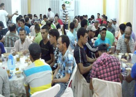 جمعية زمزم تنظم عمليات افطار الصائم طيلة شهر رمضان بالحسيمة