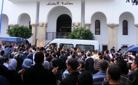 """الحسيمة .. السراح لـ 4 معتقلين وايداع 10 آخرين السجن على خلفية أحداث """"بوسلامة"""""""