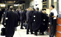 """مداخلة محامي في ندوة الحسيمة تَجرّ عليه غضب أصحاب """"البذلة السوداء"""" ومجلس تأديبي"""