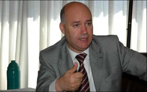 """مغاربة يقررون الاحتجاج ضد الوزير """"بيرو"""" أمام سفارة الرباط ببلجيكا"""