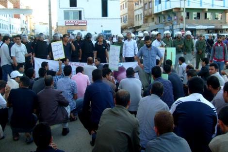 القوات العمومية تحاصر مسيرة لمعطلي فرع امزورن