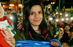 اعتقال الناشطة سيليا الزياني ونقلها الى مقر الفرقة الوطنية بالبيضاء