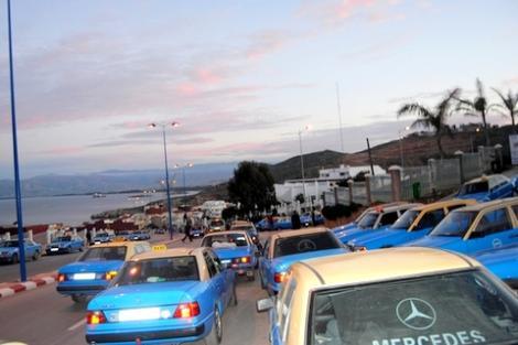 """سلطات الحسيمة تشرف على ترحيل الطاكسيات الكبيرة إلى محطة """"كالابونيتا"""""""