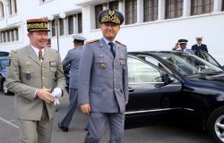 الملك محمد السادس يستقبل بالحسيمة المفتش العام للجيش
